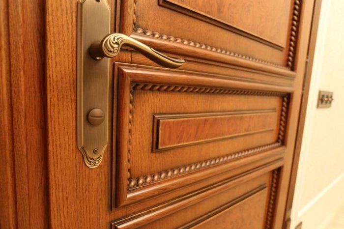 Двери из массива: плюсы,минусы