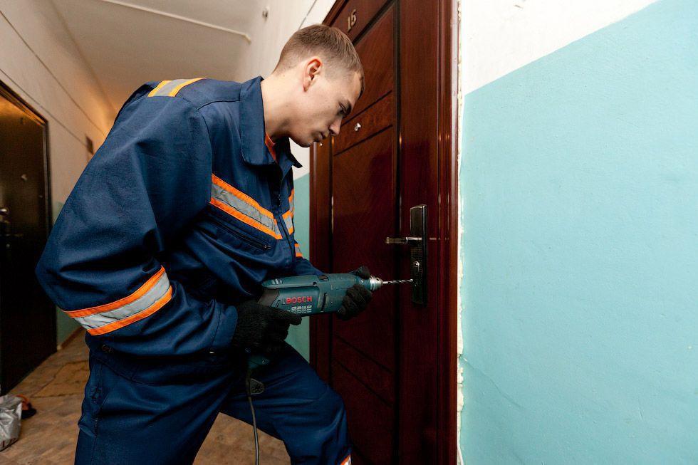Что делать если захлопнулась дверь в квартиру?